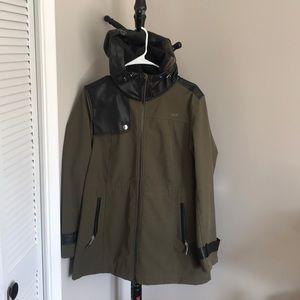 Lolë raincoat